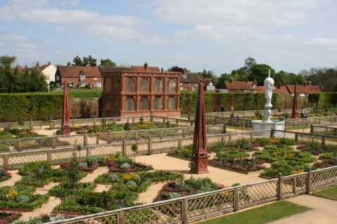 The Elizabethan Garden at Kenilworth Castle, depicting the formality of the Tudor period.